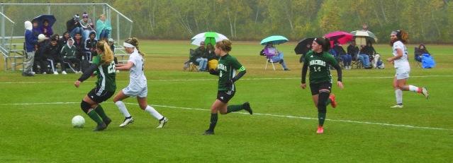 W Soccer vs UMM 04